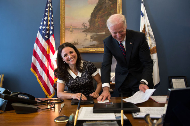 Vice_President_Joe_Biden_jokes_with_Julia_Louis-Dreyfus
