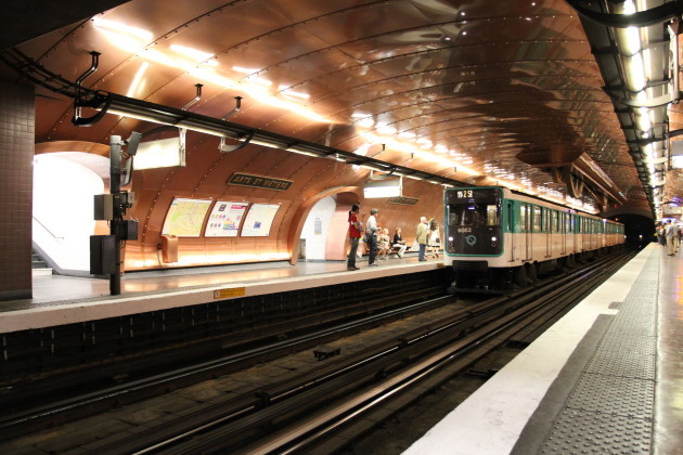 M11_-_Station_Arts_&_Metiers