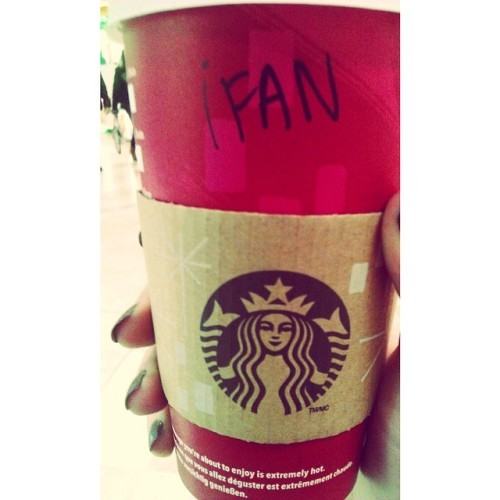 We give you the iFan (or Aoife)! Thanks @pamjayy for this effort from Starbucks in Madrid