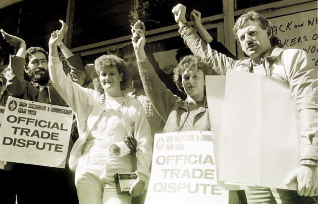 DUNNES STORES STRIKES ANTI APARTHEID MOVEMENT IN IRELAND RACIAL ISSUES