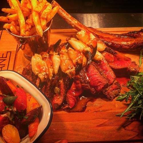 #SurfnTurf #TomahawkTime #sunday 20 oz Tomahawk steak, garlicky crab claws, 2 sides 40€ served every SUNDAY AND MONDAY