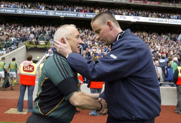 Sean Boylan and Paul Caffrey shake hands 5/6/2005