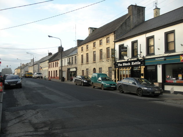 800px-Upper_Main_Street_in_Kilbeggan_2nd_side