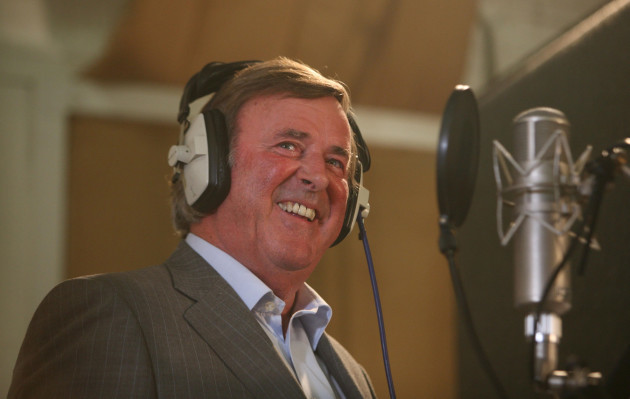 Wogan hands over breakfast slot to Evans