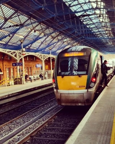 ready for dep. to 'out of service' Greatings from my dear friend and juniorspotter @jenssimmons from dublin... 1st #pearsestation #instatrain #instarail #train #dublin #irishrail #Eisenbahnbilder #trains_of_our_world #pocket_rail #railways #regionaltrain #trainstation #train_photography #daily_crossing #tv_transport #hdr_transports