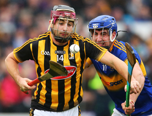Kevin Kelly under pressure from Patrick Maher