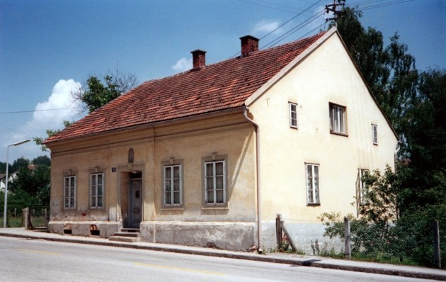 hitler-did-not-grow-up-in-luxury-though-he-spent-his-adolescent-years-in-this-modest-house-in-leonding-in-austria-he-moved-here-with-his-family-aged-nine-in-november-1898