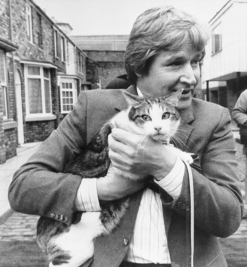 Entertainment - Coronation Street - Frisky the tortoiseshell tomcat and William Roache - Granada Television - Manchester