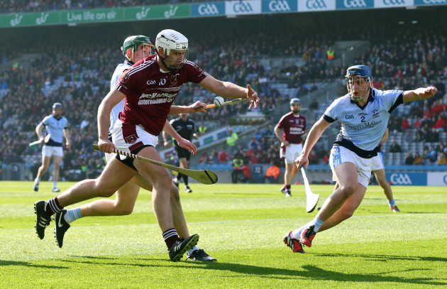 Conor Carson under pressure from Will OÕDonoghue