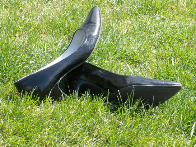 Kick off them heels, girl!