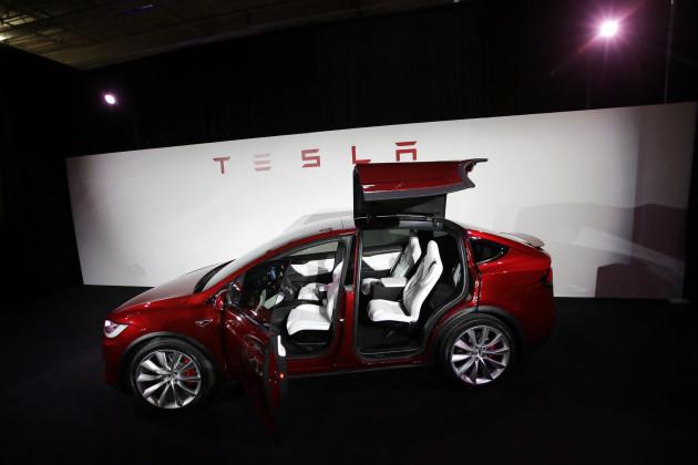 Earns Tesla Motors