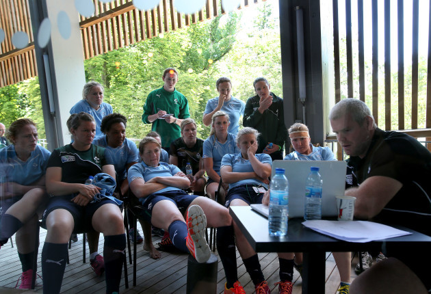 Peter Bracken talks to the forwards