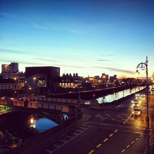 Sunday afternoon. Photo taken in 2015. #ellisquay #dublin #irlanda #ireland #guinnessfactory #liffeyriver #urbanlandscape #city #ciudades #cities #urbex #sunset #atardecer #streetshots #paisajeurbano #streetphotos #dublin7 #streetpics #citysnap #illgrammers #quays #bridge #irelandaily #visitdublin #dublindaily #instadublin #instaireland #thedublinbible #insta_ireland #streetscenes