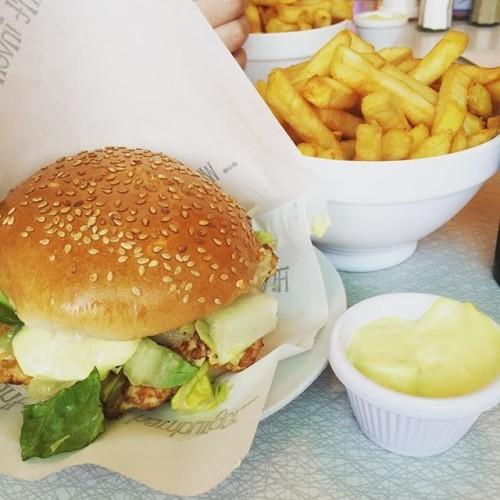 Treat Thursday #eddierockets #burger #chips #treatthursday #yum