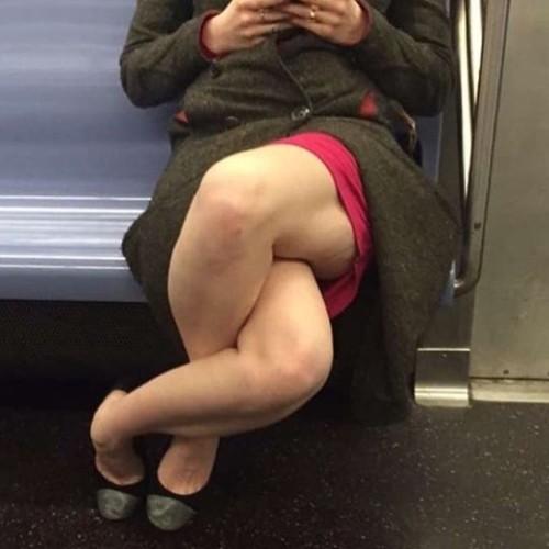 crossed Imgur legs