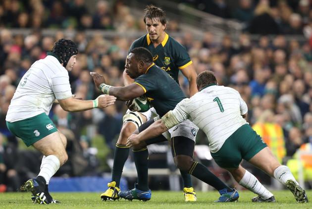 Mike Ross and Jack McGrath tackle Tendai Mtawarira