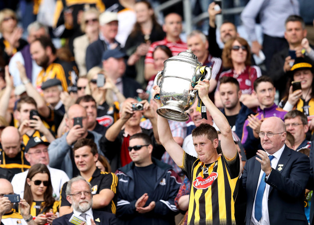 Lester Ryan lifts the Bob O'Keefe trophy
