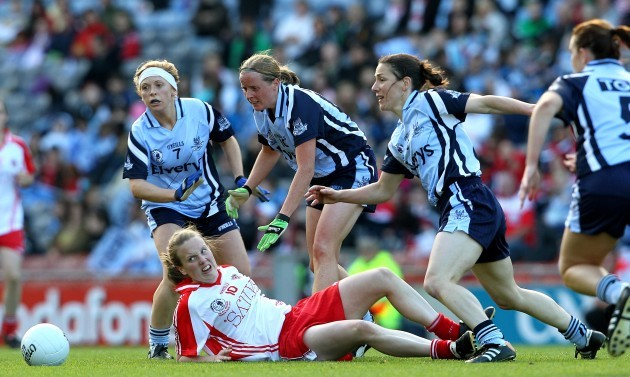 Cathy Donnelly surrounded by the Dublin defence