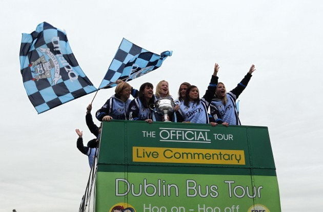 Dublin Players wave to fans