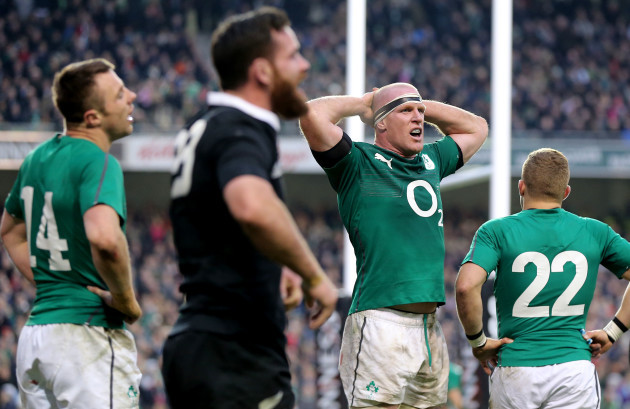 Tommy Bowe and Paul O'Connell dejected after Ryan Crotty scored a late try