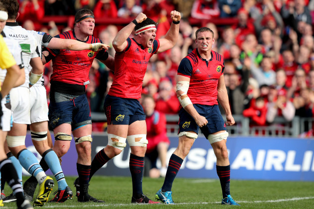 Donnacha Ryan, Billy Holland and Tommy O'Donnell celebrate winning a penalty try