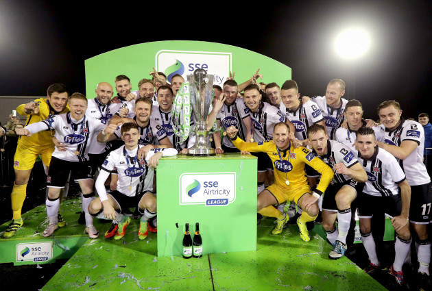 Dundalk players celebrate with The SSE Airtricity league trophy