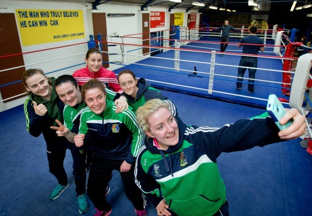 Michaela Walsh, Kelly Harrington, Katie Taylor, Grainne Walsh, Ceire Smith and Christina Desmond take a selfie