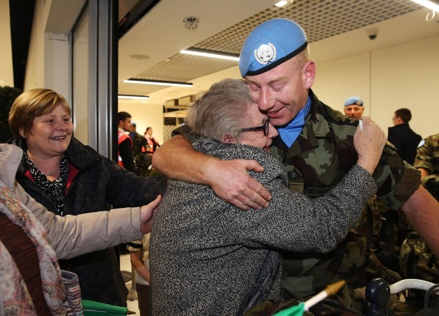 Troops return to Dublin airport