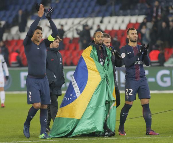 Cavani hits 100-goal mark for PSG