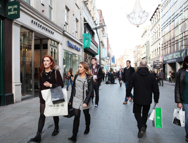 1/11/2015 Christmas Scenes Shoppers