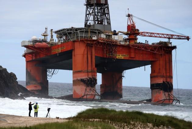 Oil rig detachment