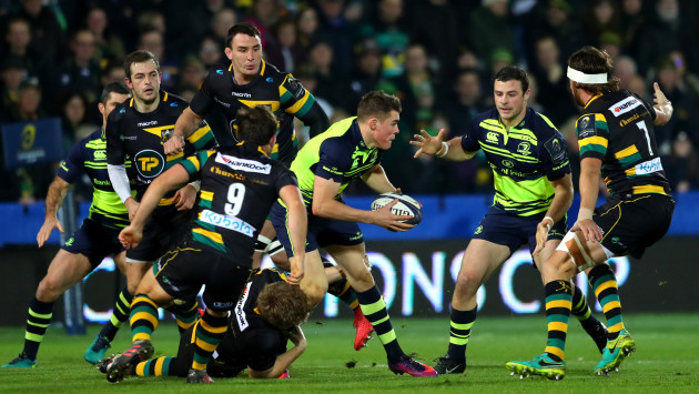 Garry Ringrose supported by Robbie Henshaw