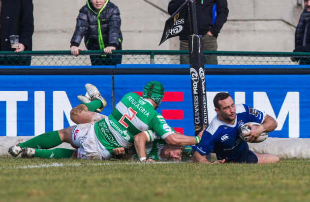 Dave Kearney scores a try