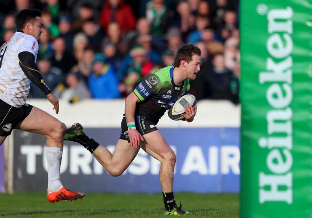 Kieran Marmion goes clear to score a try