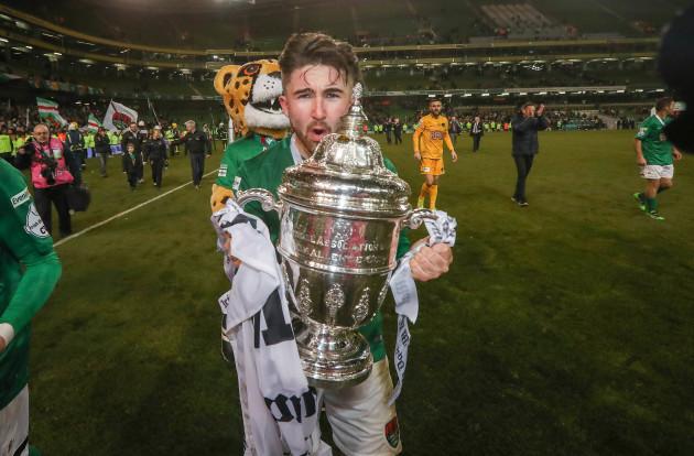 Sean Maguire celebrates with The FAI Cup