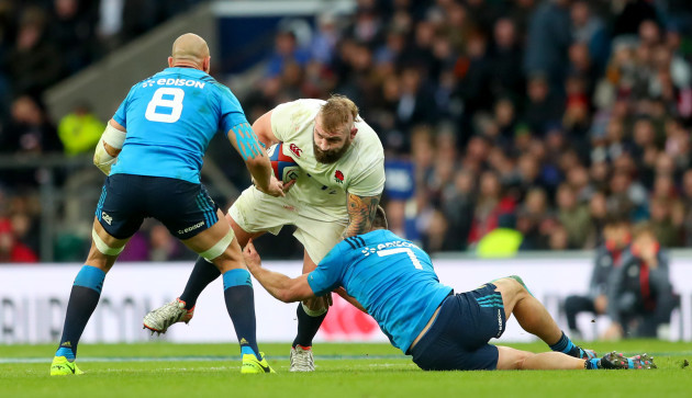 Sergio Parisse and Simone Favaro tackles Joe Marler