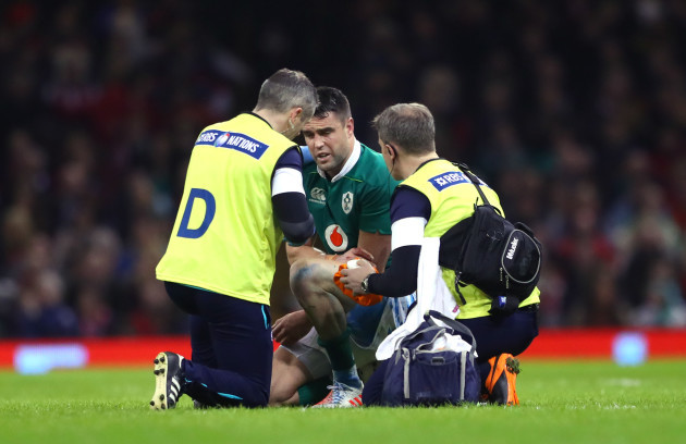 Conor Murray gets treatment on his hand