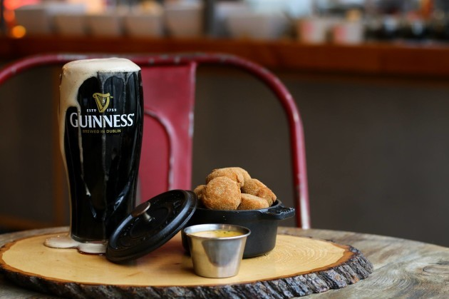 Why a poorly poured Guinness means free pints for Canadians in Dublin