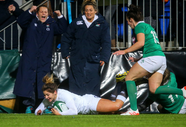 Amy Wilson Hardy scores a try