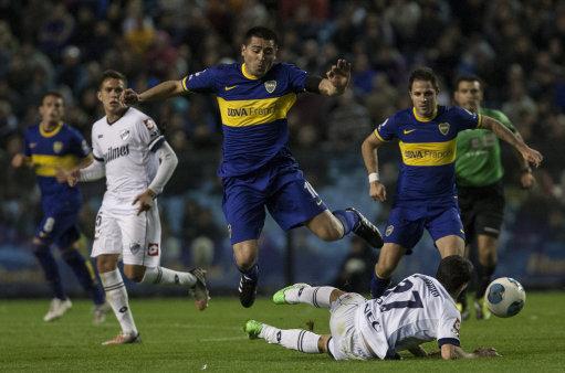 Soccer - Argentina Football League - Boca Juniors v Quilmes - Alberto J. Armando Stadium
