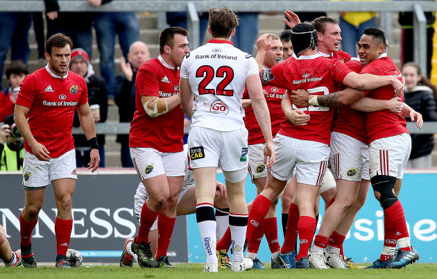Munster players celebrate Keith Earls' try