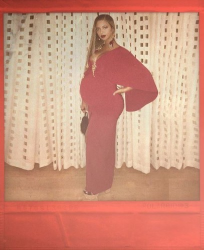 ?width=407&version=3360631 this photo of beyoncé ordering food in a restaurant has become a