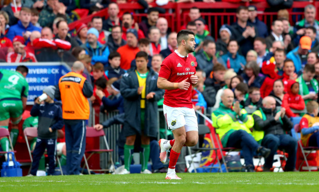 Conor Murray takes to the field