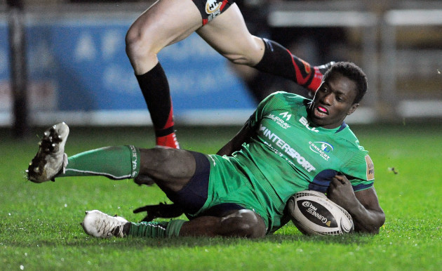Niyi Adeolokun scores his side's first try