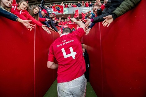 Donnacha Ryan waves goodbye to the crowd at Thomond Park