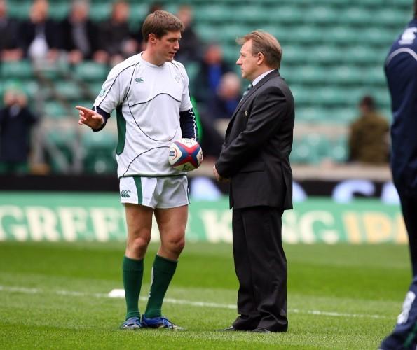 Eddie O'Sullivan talks to captain Ronan O'Gara