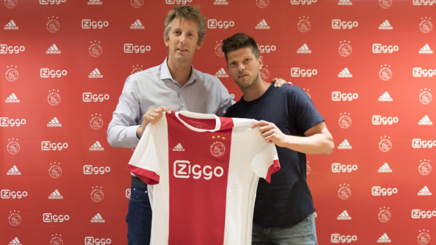 Ajax signs Dutch striker Klaas-Jan Huntelaar