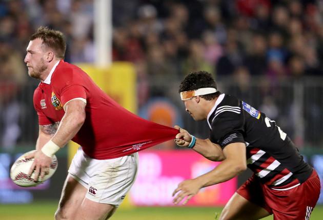 Stuart Hogg tackled by Jonah Lowe