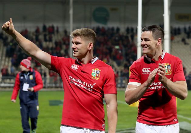 Owen Farrell and Jonathan Sexton celebrate winning