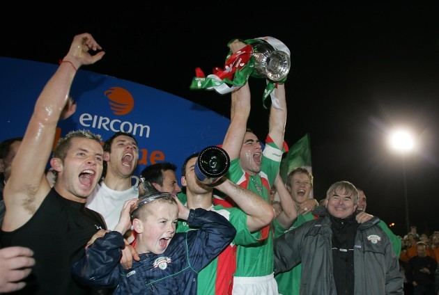 Captain Dan Murray lifts the Eircom League trophy